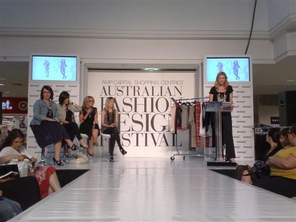 澳洲時尚設計節-開場1.jpg