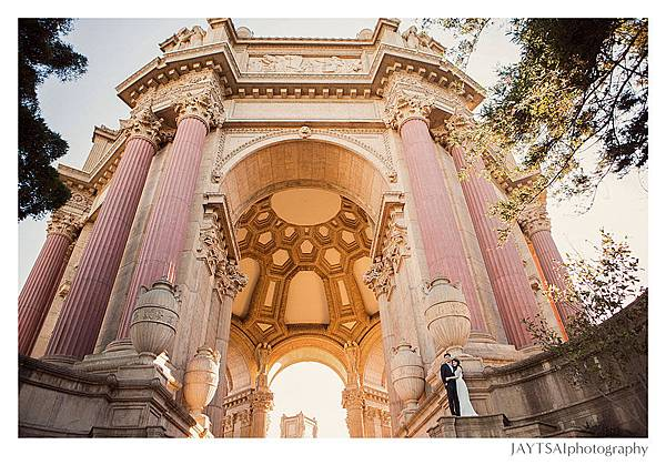 16_rotunda-san-francisco-engagement-photography.jpg