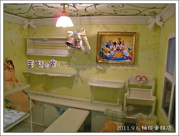 袖珍蛋糕店-燈具與鈴噹與天花板近照(DAY10).jpg