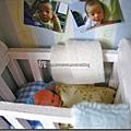 嬰兒床近照.jpg