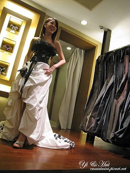 婚紗拍照禮服試穿09.jpg