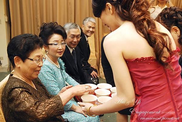 訂婚儀式44-奶奶喝茶.jpg