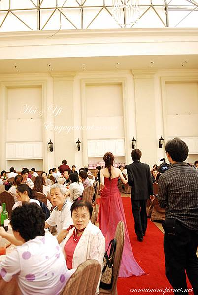 訂婚宴客35-準備換禮服.jpg