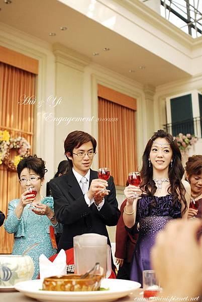 訂婚宴客51-開始逐桌敬酒.jpg
