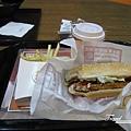 美國Day1(05)-機場的burger king好貴~這樣170元左右.jpg