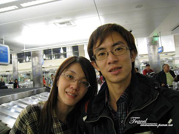 美國Day1(23)-到達洛杉磯囉~剛下飛機領行李~~這張是偷偷照的~~噓~~~