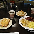 美國Day2上午(01)-到美國的第一餐~美式早餐~我愛!