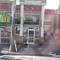 美國Day2上午(14)-發現麥當勞外有瑪莉兄弟!