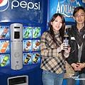美國Day2上午(21)到處可以看見這百事可樂販賣機~買了一瓶照相紀念~因為一瓶要2~3塊美元!150元台幣耶!@@
