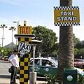 美國Day2下午(74)可愛的計程車招呼站