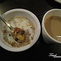 美國Day3白天(01)同家飯店早餐~換一下口味~麥片加牛奶與咖啡~也不錯吃