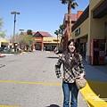 美國Day3白天(09)沒有幾間店的OUTLET