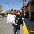 美國Day3白天(11)幫人買好多COACH包~自己也買了幾個~因為平均一個只有1000多台幣以上唷!超便宜!