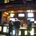 美國Day3晚上(07)旁邊的小吧檯.jpg