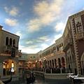 美國Day3晚上(23)沒記錯的話這是威尼斯酒店室內唷!!天花板像真的天空一樣!會跟著白天晚上變化唷!.jpg