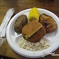 美國Day4上午(67)原來印地安人吃這個為生啊!!麵包、番薯、雞腿、玉米、飯,其實蠻好吃的!.jpg