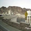 美國Day4下午(11)胡佛水壩~~發現那個警告牌是用小心的讀音~~.jpg