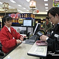 美國Day4下午(39)中國城裡面唯一的超市~買了一些零食回飯店吃~~.jpg