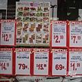 美國Day4下午(41)超市外的特價展示.jpg