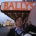 美國Day4下午(58)要準備進BALLYS酒店去看精彩專業的脫衣舞孃秀~~.jpg