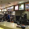 美國Day4下午(61)因為吃膩了中式晚餐~所以那時沒有吃很多~~晚上10點多就跑去酒店前門的麥當勞買消夜啦!.jpg