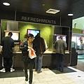 美國Day4下午(62)美國麥當勞飲料是給空杯自己拿取~~意思是可以喝到飽喔~~^O^~.jpg