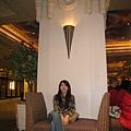 美國Day5(05)在酒店大廳等待~準備去吃早餐~.jpg