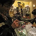 美國Day5(18)毛公開心的在酒店商店裡買了有名的打火機~~.jpg