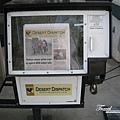 美國Day5(57)報紙販賣機~~美國真守法~若是在台灣應該投10元拿全部吧@@~.jpg