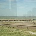 美國Day5(66)很長很長的火車,導遊說是美國東西岸載運貨物用的~~.jpg