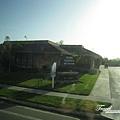 美國Day6(03)路邊不一樣風格的房子~.jpg
