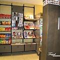 美國Day6下午(57)飯店內有設小小的商店~.jpg