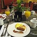 美國Day7上午(06)這頓是這些天來最好吃的!真滿足!!餐桌也佈置的很高級!.jpg