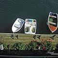 美國Day7上午(61)往下看有小船停靠~似乎是接駁船~~.jpg