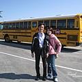 美國Day7上午(74)美國的學校公車似乎都長一樣@@~.jpg