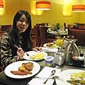 美國Day8上午1(03)滿桌的早餐~~好吃!