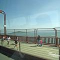 美國Day8上午2(18)橋上有設人行道,可以在上面瀏覽美景或運動~^~^~.jpg