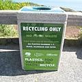 美國Day8上午2(29)石頭做的垃圾回收桶~.jpg