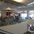 美國Day8下午(22)這機場很大~但商店好少@@~~.jpg