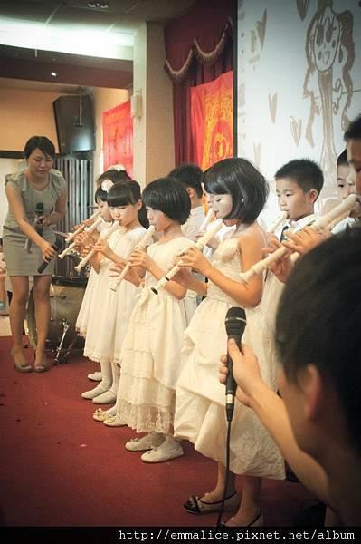 小花童,吹直笛