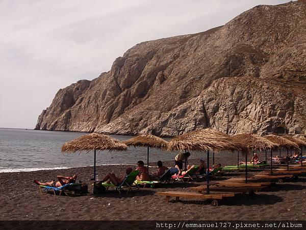Kamari卡馬利黑沙灘