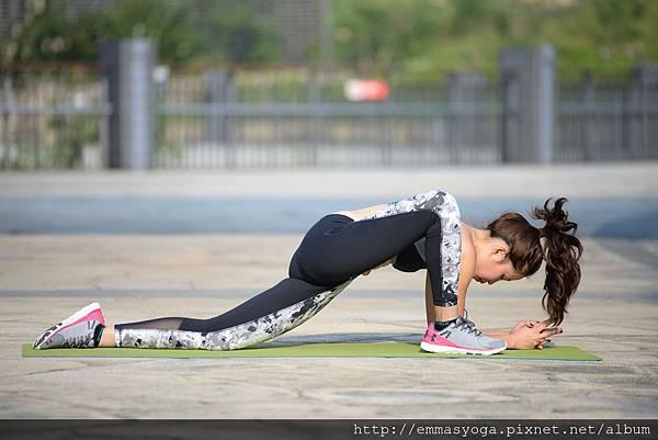 yoga a 8.jpg