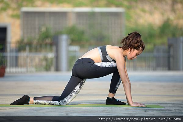 yoga d 1.jpg
