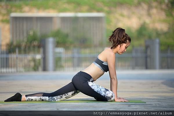 yoga d 2.jpg