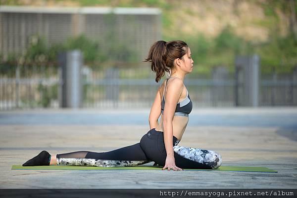 yoga d 3.jpg