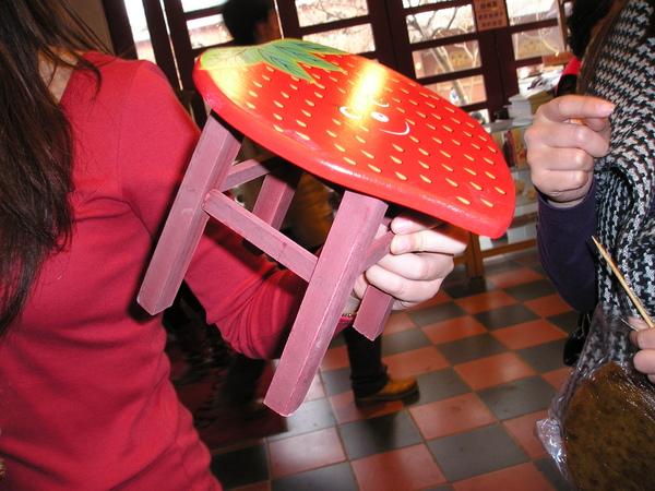 草莓椅~超Q的^^