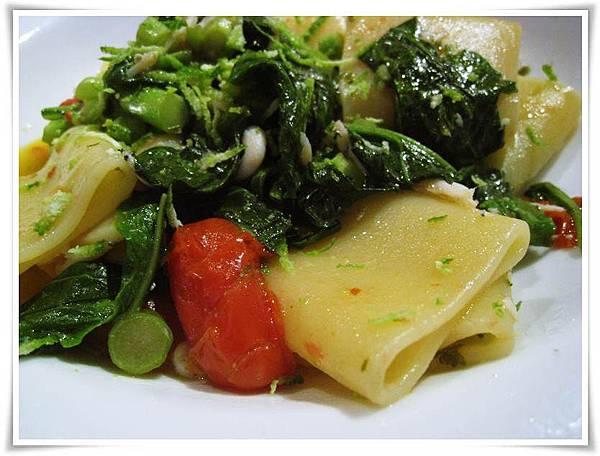 0623-Solo Pasta-銀魚, 芥蘭苗與拿坡里帕克哩管麵1