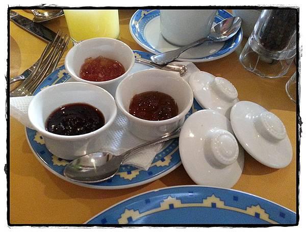 0214-Nairobi飯店早餐茶具2
