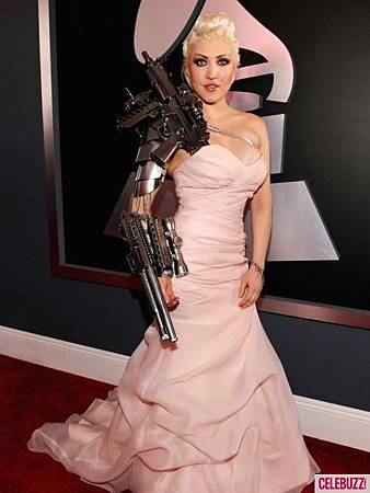 Sasha-Gradiva-at-The-2012-Grammy-Awards-681x10241-435x580.jpg