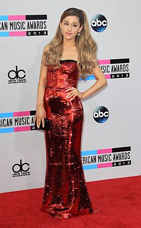 2013_american_music_awards_red